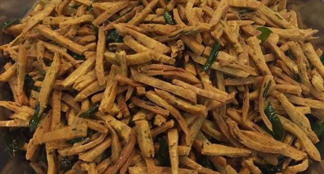 Resepi Kuih Gunting Rangup & Pedas, Makan Sekali Pasti Nak Lagi!